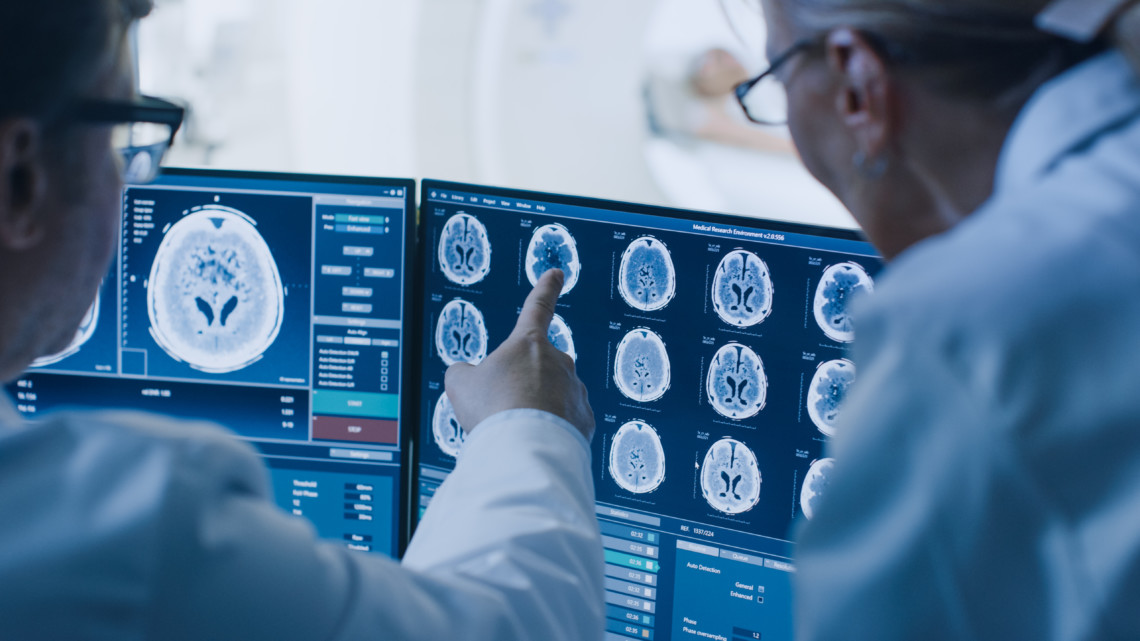 healthcare practitioner analyses scan