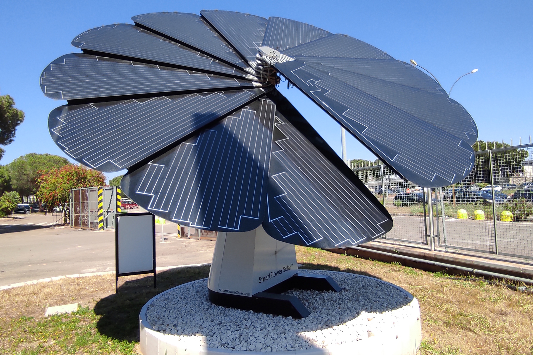 A Smart Flower to generate clean energy in manufacturing facilities
